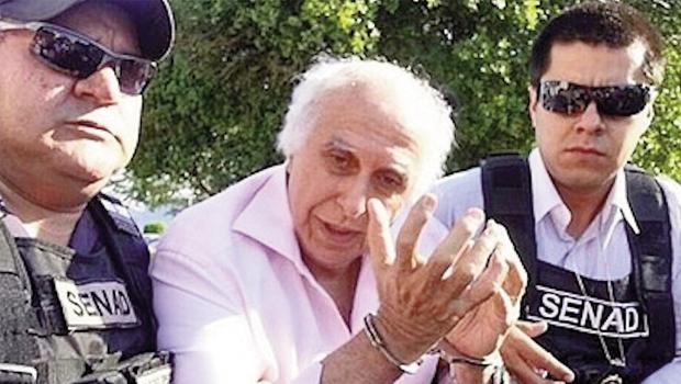 Roger Abdelmassih é escoltado por policiais: condenação a 278 anos  pelo estupro de 37 mulheres