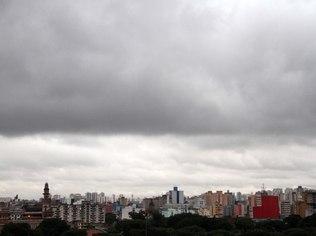 Frente subtropical alivia o clima seco e traz pancadas de chuva a Goiás