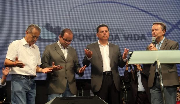 Da esquerda para direita, bispo Mozart Morais, Marconi Perillo, Fábio de Sousa e César Augusto / Foto: Marco Monteiro
