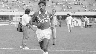 Aids matou jogador do time do Internacional. Ele jogou no Santos e foi artilheiro da Copa do Brasil