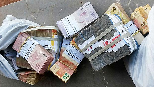 Polícia libera chefe do grupo que transportava dinheiro e material de campanha em avião