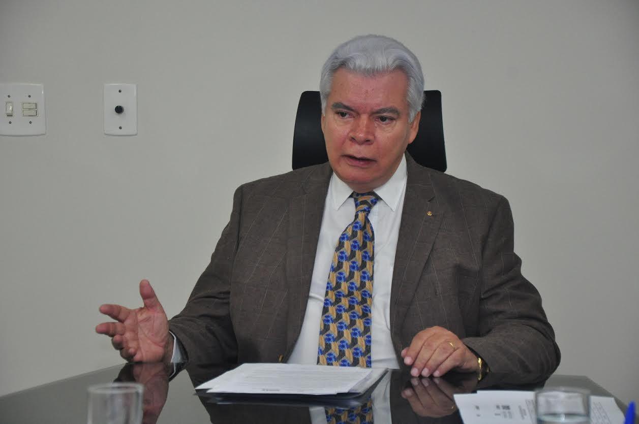 Secretário de Indústria e Comércio William O'Dwyer recebe título de cidadão goianiense