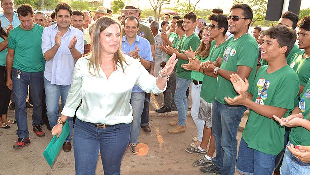 """Cláudia Lelis é uma mulher inteligente, articulada, que respira política o tempo todo e que tem uma capacidade grande de organização. acredito que a Coligação ganha com sua indicação à vice-governadoria""""   Foto: T1 Notícias"""