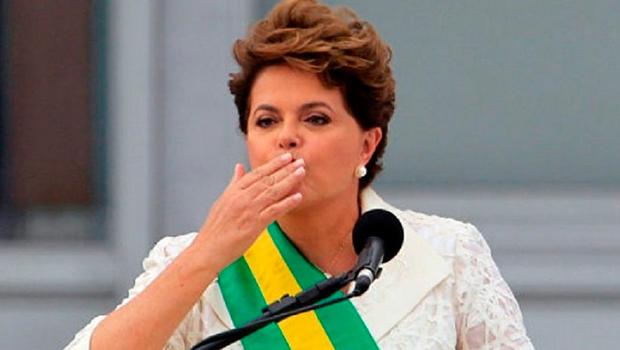 Dilma é reeleita presidente do Brasil com 51% dos votos