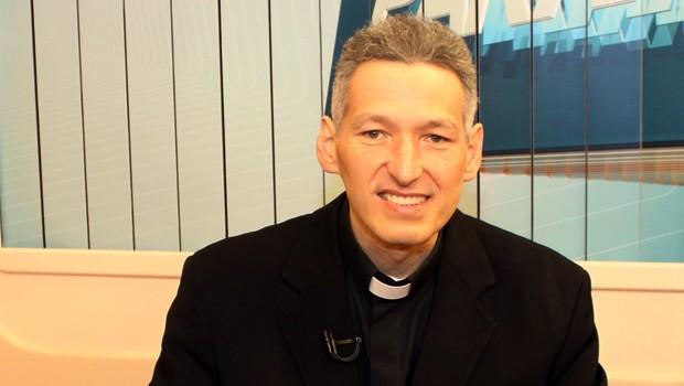 Vaticano investigou e quase suspendeu o padre Marcelo Rossi, estrela da Igreja Católica no Brasil