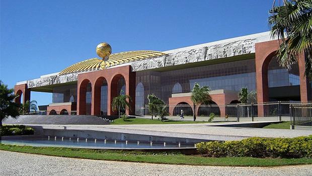 Governo do Tocantins demite mais de 6,5 mil comissionados