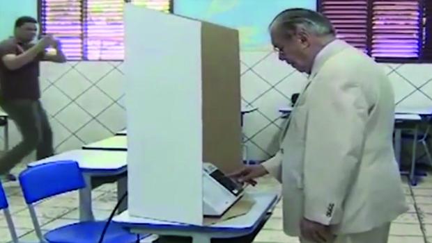 Veja vídeo: Sarney votou em Aécio no segundo turno