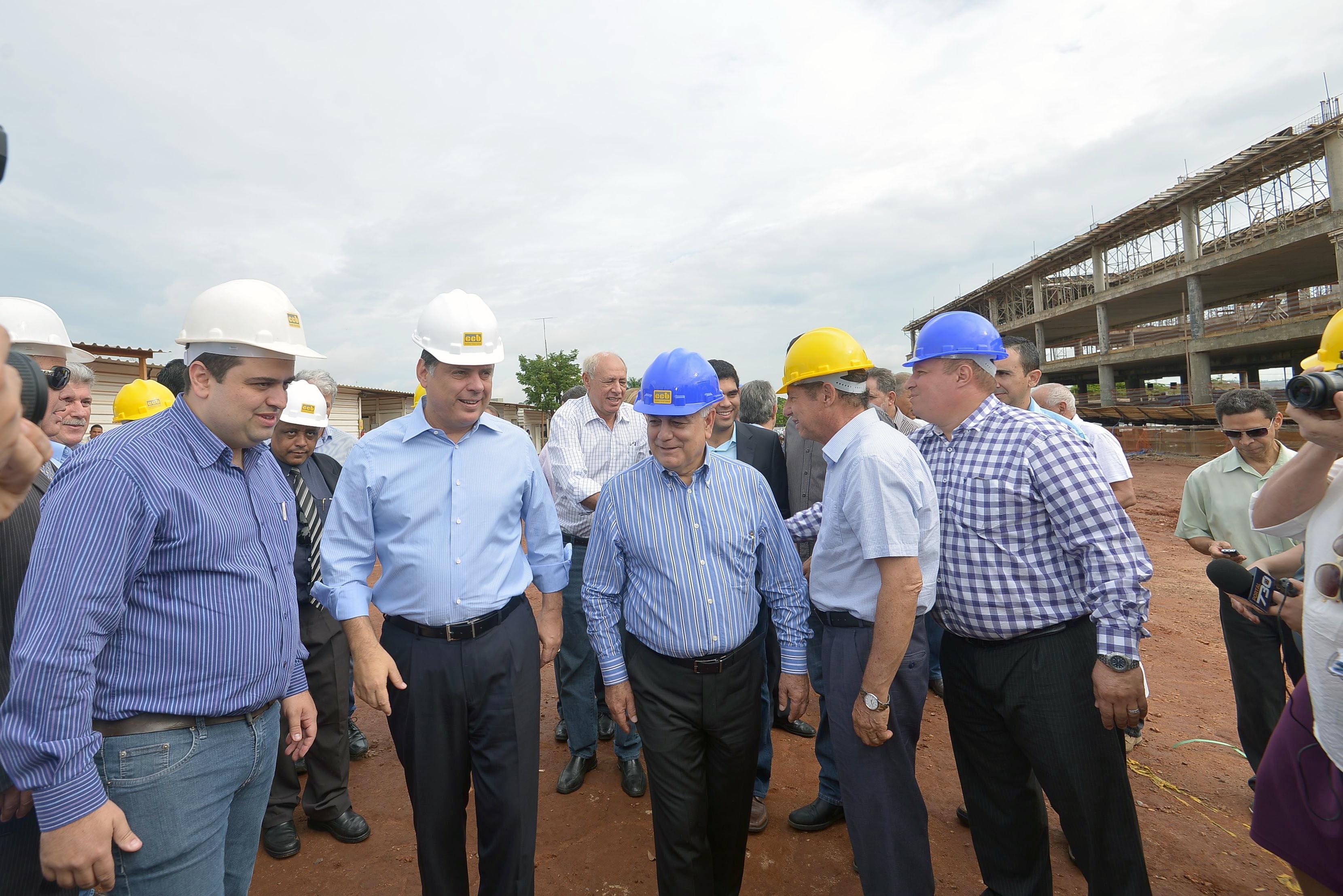 Em visita às obras da nova sede da Assembleia, Marconi reafirma corte de gastos