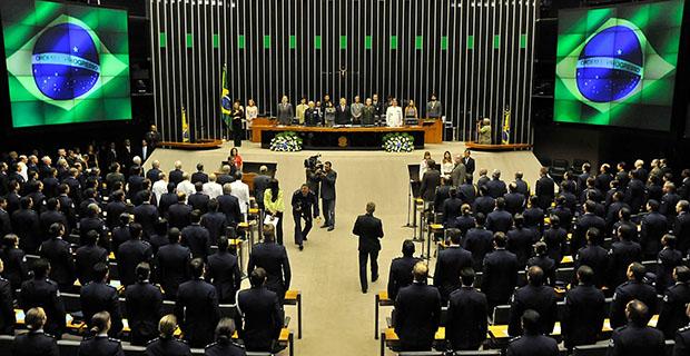 Hoje há 28 partidos com representação no Congresso, o que é um dos maiores problemas do sistema político brasileiro