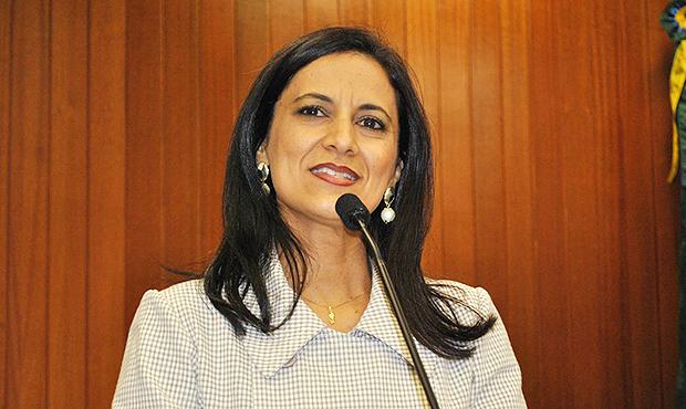 Célia Valadão pede votos, mas não é consenso no PMDB