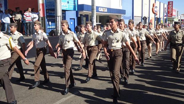 Disciplina rígida e resultados expressivos fazem aumentar a demanda de colégios militares em Goiás