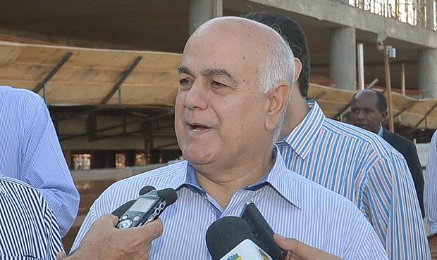 Novo prédio nada tem a ver com reeleição, diz Helio de Sousa