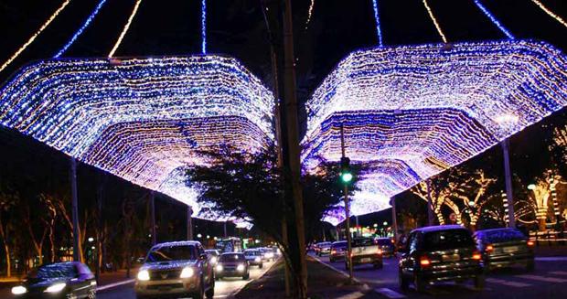 Capital entra no espírito natalino com decoração especial