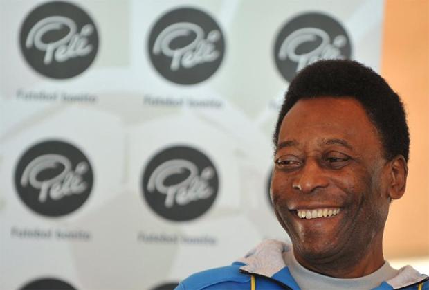 Pelé se recupera após cirurgia para retirada de pedras dos rins