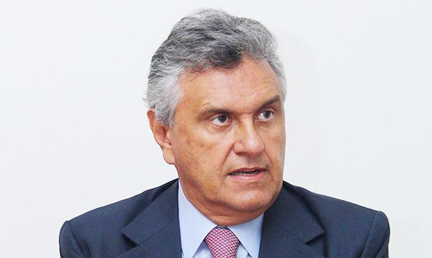 """Em encontro com empresários da indústria, Caiado é aplaudido ao defender país da """"venezuelização"""" em curso"""
