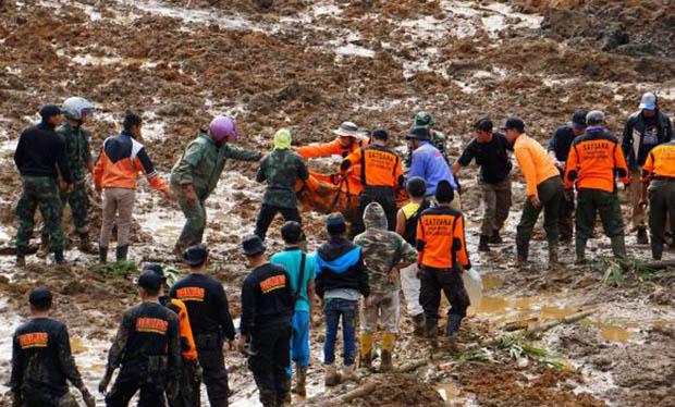 Equipes de socorro buscam desaparecidos após deslizamentoDivulgação/Himawan Listya Nugraha/Agência Lusa/Direitos Reservados