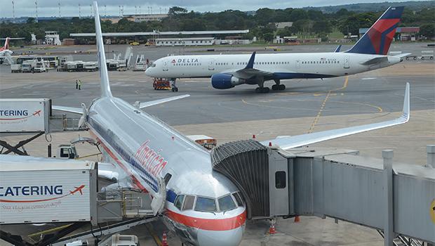 Manifestação em Brasília bloqueia pista que dá acesso ao aeroporto