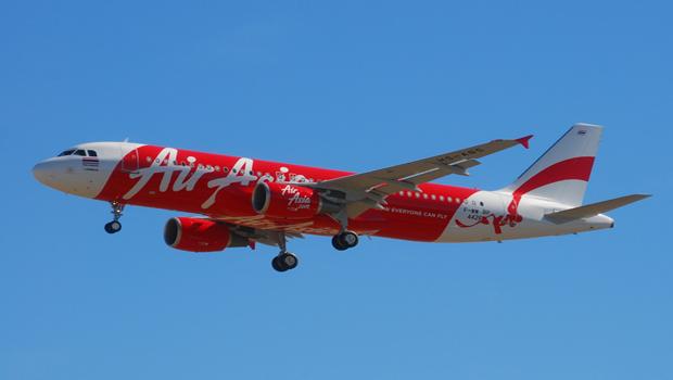 Mergulhadores encontram caixa-preta de avião da AirAsia