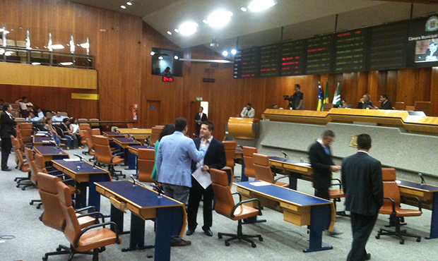 Oposição, Bloco Moderado e prefeitura tentam chegar a acordo sobre IPTU/ITU: apenas 25% para 2015