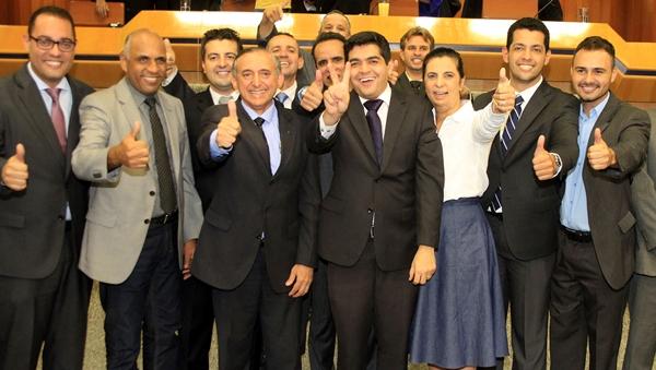 Vereadores da oposição, Bloco Moderado e até da base do prefeito Paulo Garcia comemoram vitória de Anselmo Pereira (PSDB). Tucano promete excelente relação com o Governo de Goiás | Foto: Leorian