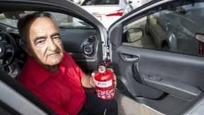 O taxista Lázaro Jacinto, já usa o extintor de incêndio do tipo ABCMarcelo Camargo/Agência Brasil