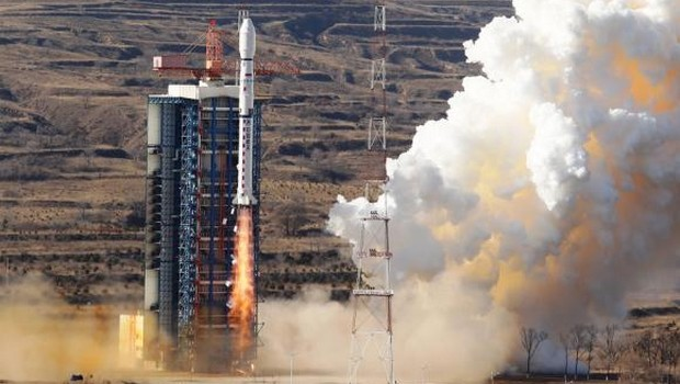 Satélite brasileiro Cbers-4 é lançado e envia sinais para a Terra