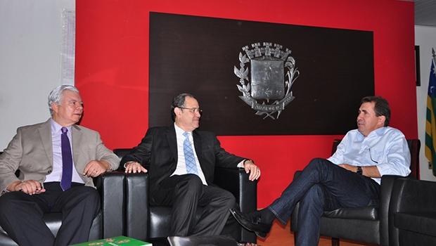 """Cidade """"perdeu"""" um secretário, mas """"ganhou"""" dois superintendentes:Bill O'Dwyer  (à esq.) e Victor Hugo (no centro)   Foto: Prefeitura de Anápolis"""
