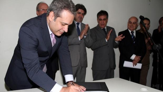 Henrique Tibúrcio é empossado secretário de Governo e afirma que programas sociais terão continuidade