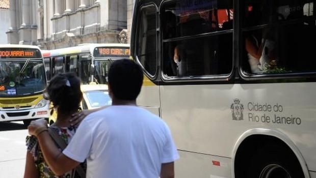 Passageiros protestam e MP do Rio quer barrar aumento da passagem de ônibus