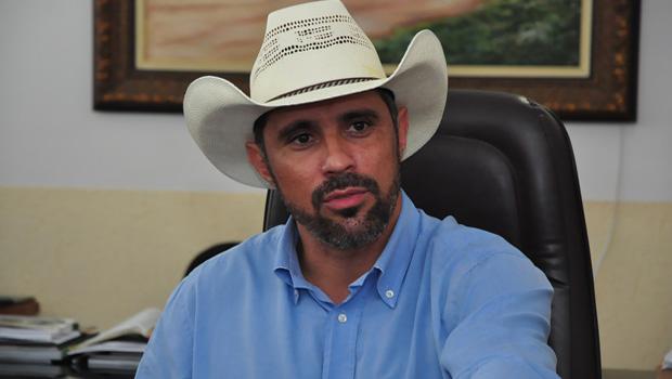 """Acionado por fraude, prefeito de Piracanjuba culpa comissão de licitação: """"Foi pura burrice"""", diz"""