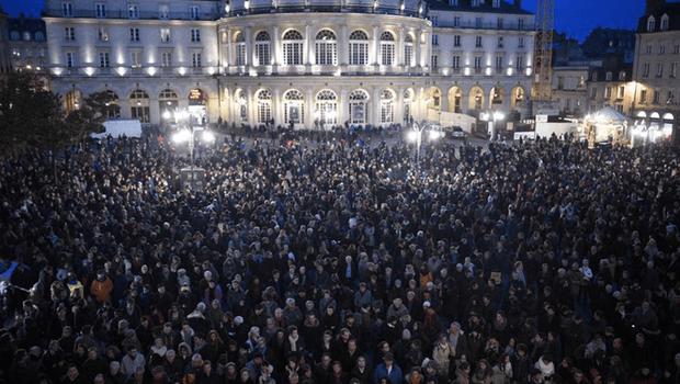 Multidões se juntam por toda a Europa em homenagens às vítimas do ataque ao jornal francês