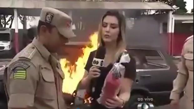Vídeo de jornalista goiana apagando incêndio com extintor ABC vira piada na internet