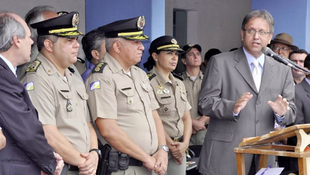 Governador se aproxima da sociedade  e garante combate ao crime organizado