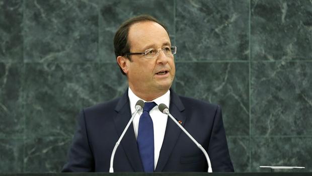 """Presidente da França afirma que ataque a jornal foi """"atentado terrorista"""" de """"extrema barbárie"""""""