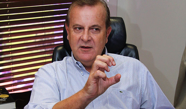 Prefeito Paulo Garcia, se pudesse, apagaria o ano de 2014 de sua agenda política: precisa consertar a casa   Foto: Fernando Leite/Jornal Opção