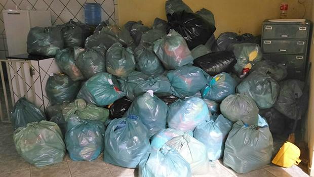 Roupas estavam acondicionadas em sacos plásticos. Valor pode chegar a R$ 200 mil | Foto: Divulgação/Polícia Civil