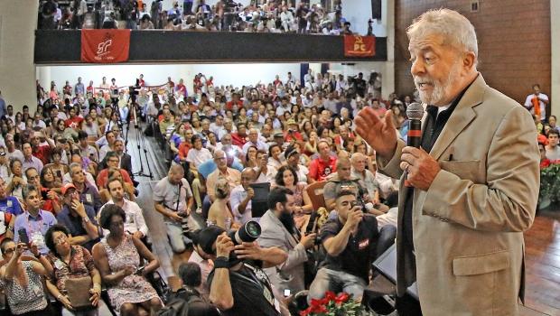 Ex-presidente Luiz Inácio Lula da Silva discursou durante 30 minutos em ato em defesa da Petrobras | Foto: Ricardo Stuckert/ Instituto Lula