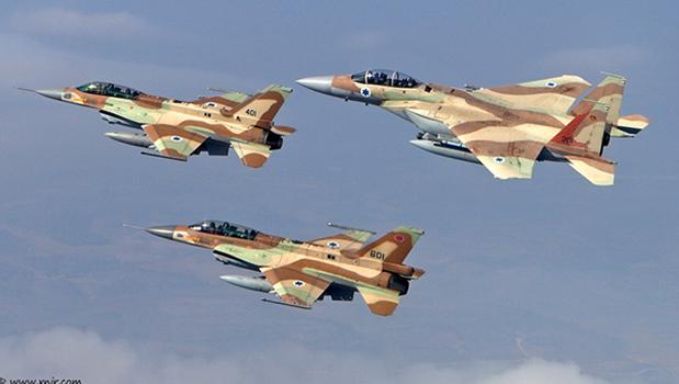 Caças F-16 e F-15 israelenses bombardearam os reatores nucleares iraquianos