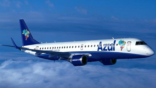 TJGO condena Azul Linhas Aéreas a indenizar mulher retirada de voo