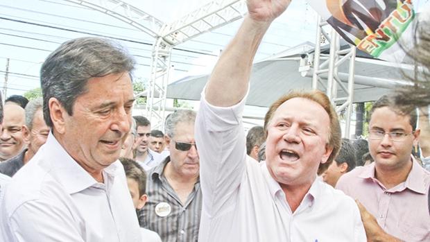 De um lado da moeda, Maguito e Friboi querem união interna do partido... | Foto: Wesley Costa