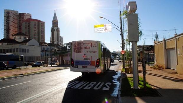Vans escolares poderão circular pelos corredores dos ônibus coletivos em Goiânia
