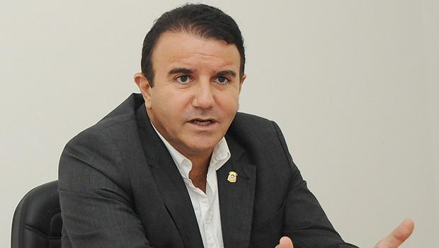 Deputado Eduardo Siqueira Campos define emendas