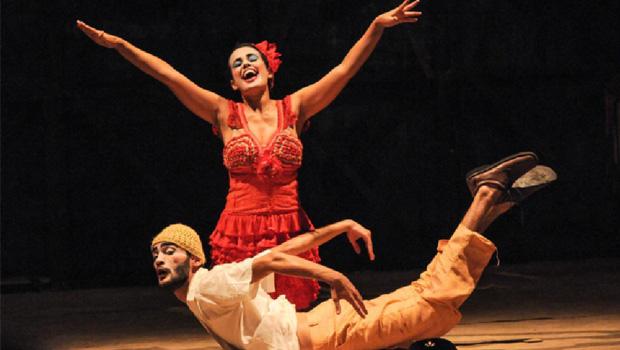 """Remédio para deixar de ser """"Casmurro"""" é ver Ariano Suassuna no teatro"""