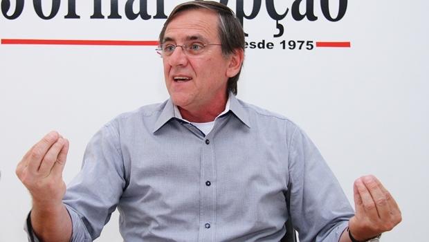Ex-prefeito de Anápolis Antônio Gomide (PT) não teria se machucado em acidente que seu carro capotou na BR-060 no sentido Goiânia-Anápolis | Foto: Fernando Leite