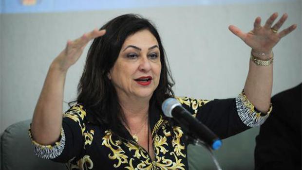 Kátia Abreu diz que governo não pensa em reduzir Cide do óleo diesel