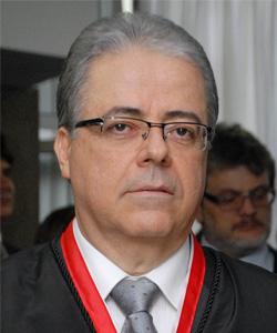 No domingo, 1º, foi empossado, como presidente do Tribunal de Justiça de Goiás, o desembargador dr. Leobino Valente Chaves