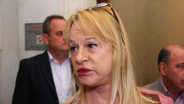 """Na luta contra o desarmamento, deputada Magda Mofatto acredita que """"arma do cidadão de bem não faz mal"""""""
