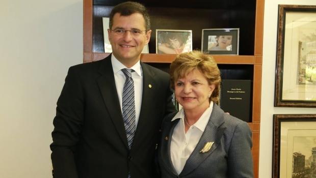 Grupo de Lúcia Vânia vai assumir secretaria de porteiras fechadas