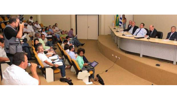 Em reunião com sindicatos e associações de servidores, governo reforça a necessidade de manter o diálogo