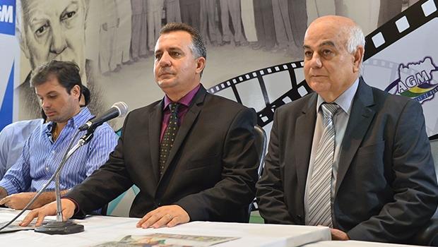 Cleudes Baré (no meio) e o deputado Hélio de Sousa, presidente da Assembleia Legislativa de Goiás / Foto: Sérgio Rocha